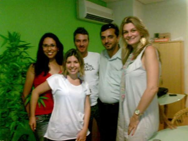 (Equipe Amora Comunicação, da esquerda para a direita: Monique, Tatiana, Fabiano, eu e Roberta)
