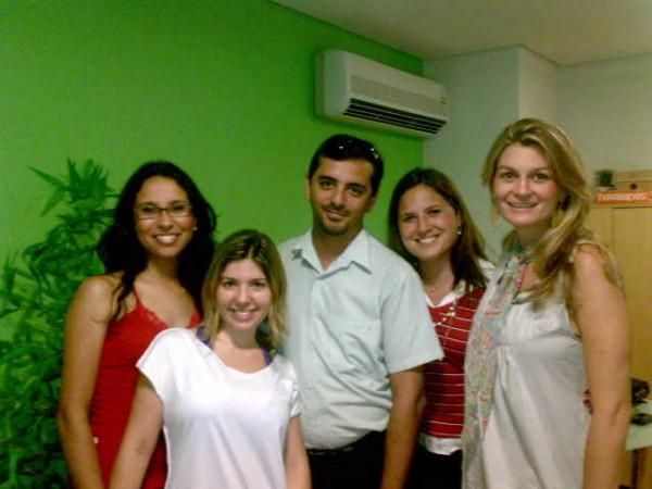 (Equipe Amora Comunicação, da esquerda para a direita: Monique, Tatiana, eu, Ana Carolina e Roberta)