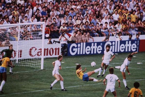 Meu gol favorito do Zico contra a Nova Zelândia na Copa do Mundo de 1982